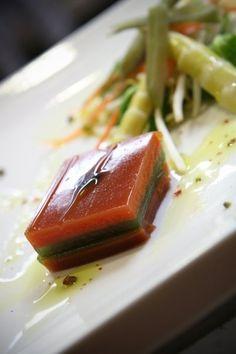 Quattro vegetali, pomodoro, rucola, carota, barbabietola in gelatina. Con riduzione di balsamico.
