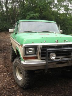 Green and white two tone Mudder lifted Ford Bronco Repin by EmpireCovers.com #liftedfordtrucks #ford #suv Ford Pickup Trucks, New Trucks, Lifted Trucks, Cool Trucks, Ford F Series, Vintage Cars, Vintage Auto, Ford Bronco, Vehicles