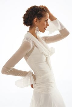 Brides: Le Spose Di Gi�. Long sleeves, mermaid chiffon dress, with scarf collar.