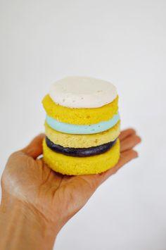 Mini Layer Cake Tutorial :: Banana Cakes #party