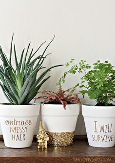 40 Brilliantly Gold DIY Projects - Gold DIY Projects and Crafts – Gold Foil Lettering On Flower Pots – Easy Room Decor, Wall Art a - Gold Diy, Easy Home Decor, Cheap Home Decor, Diy Décoration, Easy Diy, Simple Diy, Fun Diy, Super Simple, Boho Deco