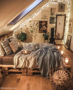 Dream Rooms, Dream Bedroom, Home Bedroom, Cozy Teen Bedroom, Cozy Small Bedrooms, Apartment Bedroom Decor, Bedroom Wall, Master Bedroom, Cute Bedroom Decor