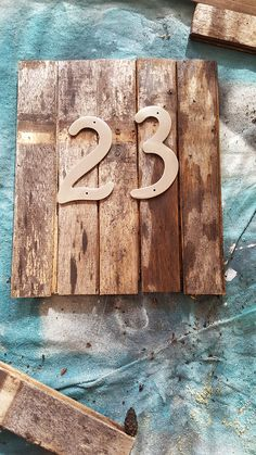 s 30 address signs that ll make your neighbors stop in admiration, Choose an old whisky barrel for a rustic look Diy Signs, Home Signs, Rustic House Numbers, Whiskey Barrel Planter, Your Neighbors, Plate Design, Decoration Table, Rustic Wood, Rustic Barn