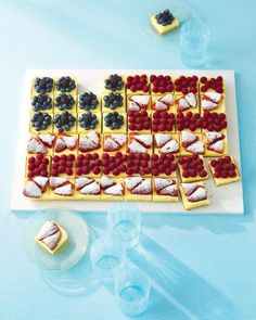 Fruit cheesecake flag also from Martha! What a fun bite size derrest idea for the of July or Memorial Day party! Blue Desserts, 4th Of July Desserts, Fourth Of July Food, 4th Of July Party, July 4th, Patriotic Desserts, Patriotic Party, Patriotic Recipe, Fancy Desserts