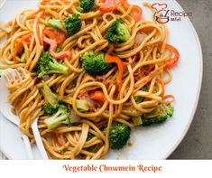Vegetable Chow Mein This classic Chinese noodle recipe is simple to make and loaded with healthy vegetables Chinese Noodle Recipes, Healthy Chinese Recipes, Asian Recipes, Vegetarian Recipes, Vegetarian Soup, Vegetarian Cooking, Healthy Meals, Easy Recipes, Healthy Recipes
