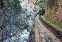 Καλαβρυτα Χελμος Corinth Canal, Mycenaean, Greece Travel, Planet Earth, Locomotive, Travel Style, Railroad Tracks, Greek, Country Roads