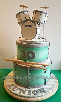 Drum kit cake by carey Pretty Cakes, Cute Cakes, Beautiful Cakes, Amazing Cakes, Music Themed Cakes, Music Cakes, Crazy Cakes, Fancy Cakes, Pink Cakes
