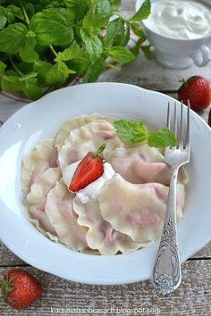 Pierogi z truskawkami Polish Recipes, Polish Food, Food Photo, Food Art, Snacks, Chocolate, Ethnic Recipes, Desserts, Pierogi
