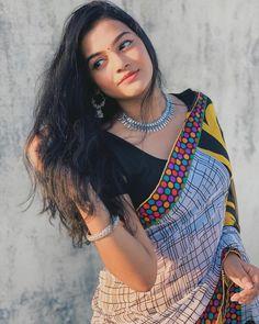Beautiful Girl Photo, Beautiful Girl Indian, Beautiful Saree, Beautiful Indian Actress, Indian Natural Beauty, Indian Beauty Saree, Indian Face, Indian Girls Images, Indian Models