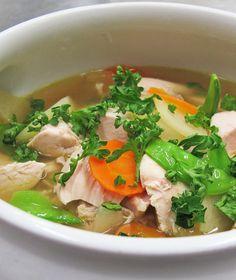 Die Suppe schmeckt mit variablen Einlagen geradezu köstlich und die Brühe ist auch als Basis für Saucen vielseitig verwendbar. Besonders in der kalten Jahreszeit sehr beliebt und gesund!