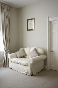 Old White walls and All White woodwork Farrow & Ball Inspiration Farrow Ball, Farrow And Ball Paint, All White Farrow And Ball, Hallway Colours, Room Colors, Wall Colors, House Colors, Paint Colours, Farrow And Ball Living Room