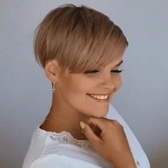 Pixie Haircut For Round Faces, Pixie Haircut For Thick Hair, Short Pixie Haircuts, Hairstyle Short, Short Undercut Hairstyles, Short Hair With Undercut, Short Layered Hairstyles, Fine Hair Pixie Cut, Pixie Cut Color