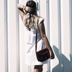 """Unsere Handtasche Emilia 7"""" ist eine absolute natürliche Schönheit. Die kleine Umhängetasche ist für jeden Anlass geeignet. Gusti Leder - H3"""
