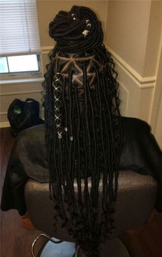 Women enjoy wearing box braids because these braids not only allow them to extend the length of their hair, but they can also wear different hairstyles with box braids. Box Braids Hairstyles, My Hairstyle, African Hairstyles, Girl Hairstyles, Protective Hairstyles, Trendy Hairstyles, Black Girl Braids, Braids For Black Hair, Girls Braids
