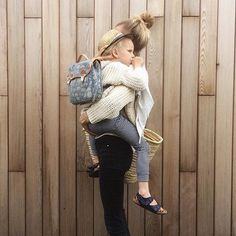More matching mama hugs - best way to start the day ☀️ @tessahop #babaafriends #babaajumperno18 #purespanishcotton