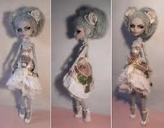 Custom Monster High - Rococo Ghoulia by ~Kayke on deviantART Custom Barbie, Custom Dolls, Custom Monster High Dolls, Daddys Little Girls, Asian Doll, My Tumblr, Soft Sculpture, Rococo, Barbie Dolls