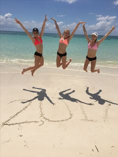 a cute idea for you or you and your friends can do for beach pictures