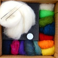 I really want to learn how to needle felt Needle Felting Kits, Needle Felting Tutorials, Needle Felted Animals, Wet Felting, Felt Animals, Felt Crafts, Diy Crafts, Felt Decorations, Fibre