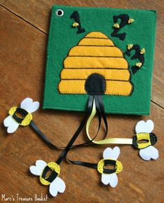 Free tutorial for making a bee-themed busy book! --- Bugs and Fishes by Lupin: Guest Post: Honey Bee Felt Busy Book