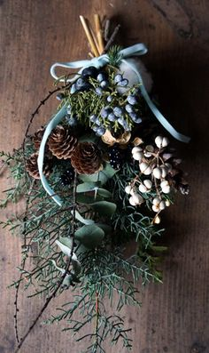 Gorgeous Flower Arrangement For The Holiday Season. Christmas Swags, Xmas Wreaths, Christmas Flowers, Natural Christmas, Noel Christmas, Christmas Crafts, Dried Flower Wreaths, Dried Flower Bouquet, Decoration Inspiration