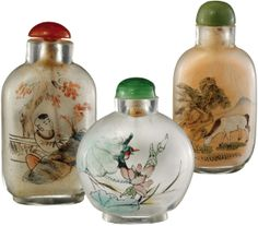 Drei Hinterglasmalerei Snuff bottles China 20. Jh. Transparentes Glas inwendig bemalt mit Pferd in Landschaft, Blumen respektive Landschaft....