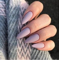 Semi-permanent varnish, false nails, patches: which manicure to choose? - My Nails Almond Acrylic Nails, Almond Shape Nails, Best Acrylic Nails, Acrylic Nail Designs, Classy Acrylic Nails, Almond Nail Art, Classy Nails, Stylish Nails, Simple Nails