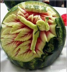 Taekwondo Skulpturen aus Wassermelonen
