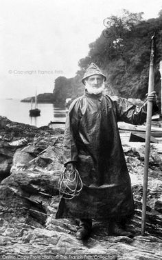 Looe, Fisherman 1906 – Photography, Landscape photography, Photography tips Old Pictures, Old Photos, Cultura Judaica, Old Fisherman, Male Photography, Great Photos, The Past, Black And White, Inspiration