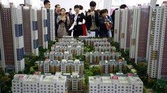 التدابير الصينية تنجح فى تهدئة سوق العقارات - تباطأ ارتفاع نمو أسعار المنازل فى المدن الصينية الكبرى بسبب التدابير التى اتخذتها الحكومة لتهدئة سوق العقارات. وأعلن مكتب الإحصاءات الوطنية أن نمو أسعار المنازل التى بنيت حديثا فى العديد من المدن الصينية مثل بكين وشنتشن وشانجهاى وقوانجتشو تباطأ بنسبة 0.1% فى نوفمبر مقارنة بالشهر السابق عليه وهى نسبة أقل بكثير من نمو الأسعار لمثل هذه المدن فى وقت سابق من العام. وذكرت صحيفة فاينانشيال تايمز أنه على مدى الأشهر الثلاثة الماضية صعدت الحكومة من…