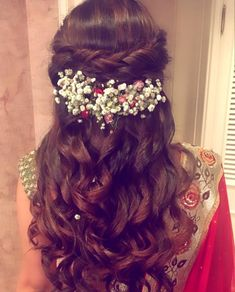Flowers in hair indian hairstyles 46 Ideas Soft Curl Hairstyles, Down Hairstyles, Trendy Hairstyles, Braided Hairstyles, Flower Hairstyles, Hairstyle Ideas, Party Hairstyles, Updo Hairstyle, Hair Ideas