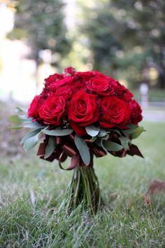 赤バラのクラッチブーケ
