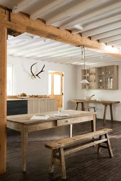 Sebastian Cox kitchen for devol providing rustic kitchen inspiration contrasting with white beamed ceilings and a beautiful old farmhouse table in natural wood Devol Kitchens, Wooden Kitchens, Rustic Country Kitchens, Kitchen Rustic, Deco Design, Home And Deco, Farmhouse Table, Farmhouse Decor, Country Farmhouse