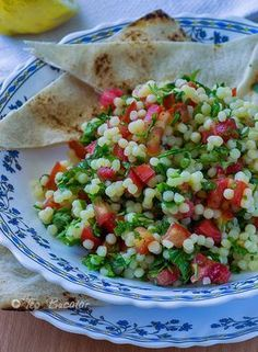 Salata Tabbouleh Raw Vegan Recipes, Healthy Salad Recipes, Vegetarian Recipes, Cooking Recipes, Cold Vegetable Salads, Great Recipes, Food To Make, Healthy Eating, Healthy Food