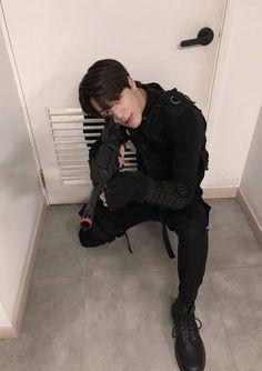 Jeno looks so good in this outfit! I swear this boy wants me dead ❤️ nct nctdream nctu taeil yuta winwin johnny jaehyun haechan jeno mark marklee renjun chenle jungwoo doyoung taeyong kun jaemin ten lucas kpop Nct 127, Winwin, K Pop, Nct Dream, Jeno Nct, Fandoms, Jung Jaehyun, Na Jaemin, Yang Yang