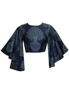 ~ Living a Beautiful Life ~ Midnight blue printed crop top available only at Pernia's Pop-Up Shop. Blouse Patterns, Saree Blouse Designs, Blouse Styles, Look Short, Lakme Fashion Week, Indian Designer Wear, Looks Style, Indian Outfits, Bollywood
