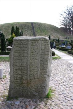 http://i.images.cdn.fotopedia.com/flickr-434356382-hd/World_Heritage_Sites/Europe/Northern_Europe/Denmark/Jelling_Mounds_Runic_Stones_and_Church/Jelling_Runic_Stones/Rune_stone_in_Jelling.jpg