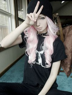 SO KAWAII PASTEL GOTH ME IF I EVER WISHED FOR A DREAM FACE THATD PROB BE IT