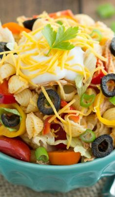 Chicken Taco Pasta Salad with Catalina Dressing Recipe ~ A simple shredded chicken flavored with taco seasonings and tossed in a shredded lettuce and pasta salad. A simple homemade Catalina dressing covers this delectable salad. Pasta Recipes, Salad Recipes, Chicken Recipes, Dinner Recipes, Cooking Recipes, Healthy Recipes, Catalina Dressing Recipes, Soup And Salad, Pasta Salad