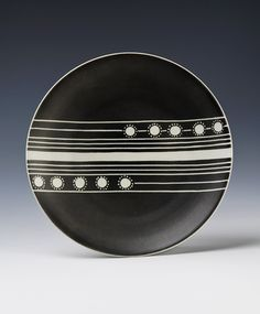 Plate by Nora Gulbrandsen for Porsgrund Porselen. Decor from ca 1937 on earlier model Vintage Black, Norway, Personal Style, Art Deco, Porcelain, Plates, Ceramics, Sculpture, Black And White