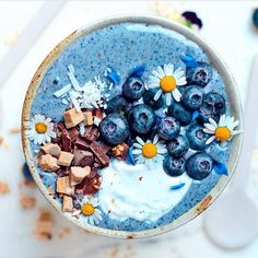Blue Ocean Bowl @panaceas_pantry blended 2 frozen bananas, 1 tsp blue spirulina, coconut and splash of nut mylk. Who else wants to delve into this amazing smoothie bowl Shop our superfoods here: https://www.unicornsuperfoods.com/collections/all