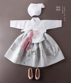 유레아당의 Korean Traditional Dress, Traditional Fashion, Traditional Dresses, Little Fashion, Kids Fashion, Modern Hanbok, Korean Dress, Lolita Dress, Chinese Style