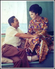 President Ferdinand Marcos with First Lady Imelda Marcos. See more: http://www.filipiknow.net/interesting-facts-about-imelda-marcos/