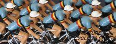 Ciclistas azuis