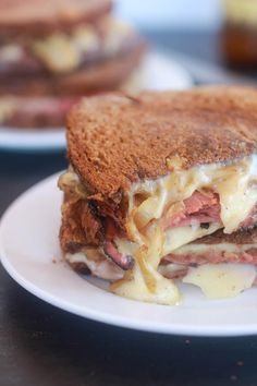 Pastrami and Caramelized Onion Grilled Cheese.my husband would be in sandwich heaven! Gourmet Sandwiches, Sandwiches For Lunch, Soup And Sandwich, Wrap Sandwiches, Steak Sandwiches, Best Sandwich, Sandwich Recipes, Lunch Recipes, Empanadas