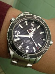 Today I want to tell you about one of the most loved Omega Seamaster James Bond 007 designs. It is the Skyfall edition. Needless to say, I started browsing the web for a good Omega Seamaster James Bond 007 Skyfall replica watch the nest day I saw the movie. I didn't find it righ them because it takes a while for fake manucaturers to produce new designs, but a few months after I had it.