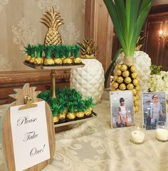 Sweet Treats for this Pineapple Themed Bridal Shower! Sweet Treats for this Pineapple Themed Bridal Shower! Luau Bridal Shower, Luau Baby Showers, Bridal Shower Desserts, Tropical Bridal Showers, Bridal Shower Treats, Spongebob Birthday Party, Luau Birthday, 31 Birthday Ideas, Aloha Party