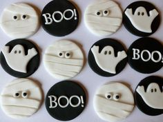 Edible Fondant Halloween Cupcake Toppers 4 of each design mummies, ghosts and BOO - Halloween cupcakes Halloween Desserts, Halloween Cupcakes, Halloween Fondant Cake, Bolo Halloween, Halloween Sugar Cookies, Halloween Food For Party, Halloween Biscuits, Halloween Oreos, Fondant Cupcake Toppers