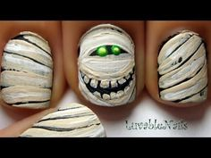 Mummy nail art for halloween Get Nails, Fancy Nails, Love Nails, How To Do Nails, Pretty Nails, Hair And Nails, Nail Art Halloween, Holiday Nail Art, Halloween Nail Designs