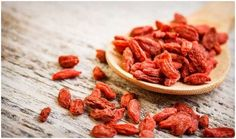 """GOJI BERRY This """"longevity fruit"""" has a powerful anti-aging property. In fact, stimulates the production of growth hormone in humans and counters hormonal drop that occurs between 40 to 80 years old. This ingredient also contains a hig Superfoods, Dried Goji Berries, Dried Fruit, Berry, Acerola, Le Cacao, Eco Slim, Good Foods To Eat, Exotic Food"""