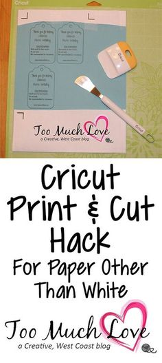 How do you get your Cricut to print and cut on paper that isn't white? Check out this clever hack! Cricut Air 2, Cricut Help, Cricut Vinyl, Cricut Monogram, Cricut Fonts, Mason Jar Crafts, Mason Jar Diy, Cricut Print And Cut, Cricut Cuttlebug